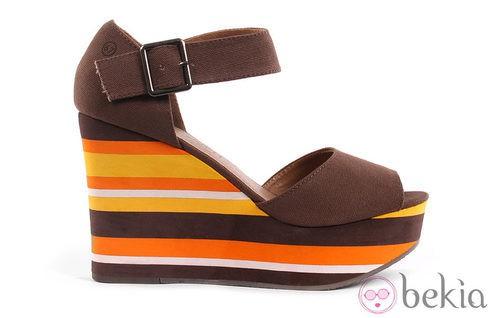 Sandalias color chocolate y suela multicolor de la colección verano 2012 de Sixtyseven