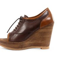 Zapatos peep toe color marrón de la colección verano 2012 de Sixtyseven
