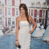 Bianca Brabdolini con un diseño blanco con minivolantes