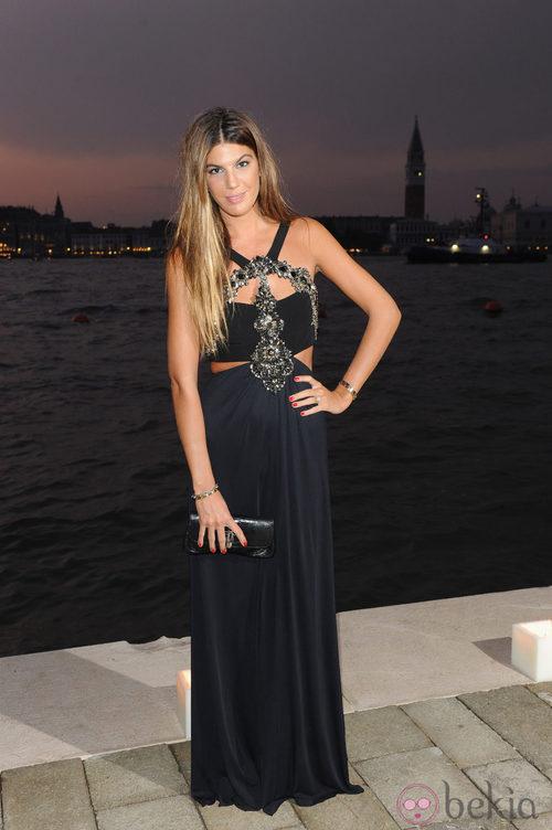 Bianca Brandolini con un espectacular vestido negro con apliques brillantes