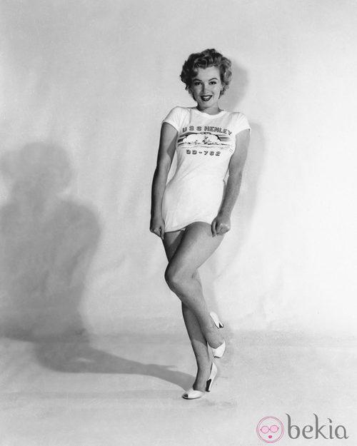Marilyn en 1953 con una camiseta con la leyenda 'USS Henley'