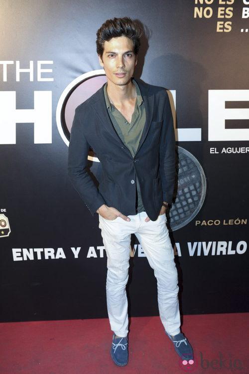 El modelo Javier de Miguel, acude a la presentación de la obra teatral 'The Hole'