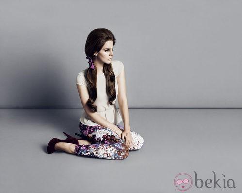 Lana del Rey con top peplum y pantalones estampados de  H&M otoño/invierno 2012/2013