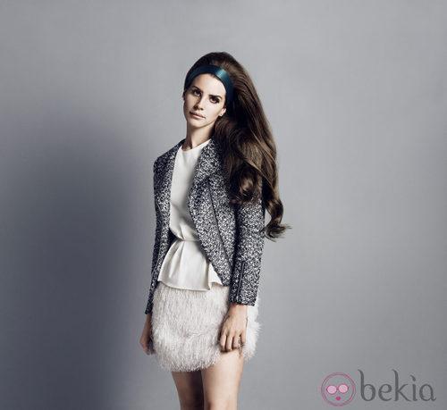 Lana del Rey con un top silueta peplum y falda de h&m otoño/invierno 2012/2013