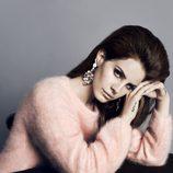 Lana del Rey con un jersey rosa pastel de la colección otoño/invierno 2012/2013