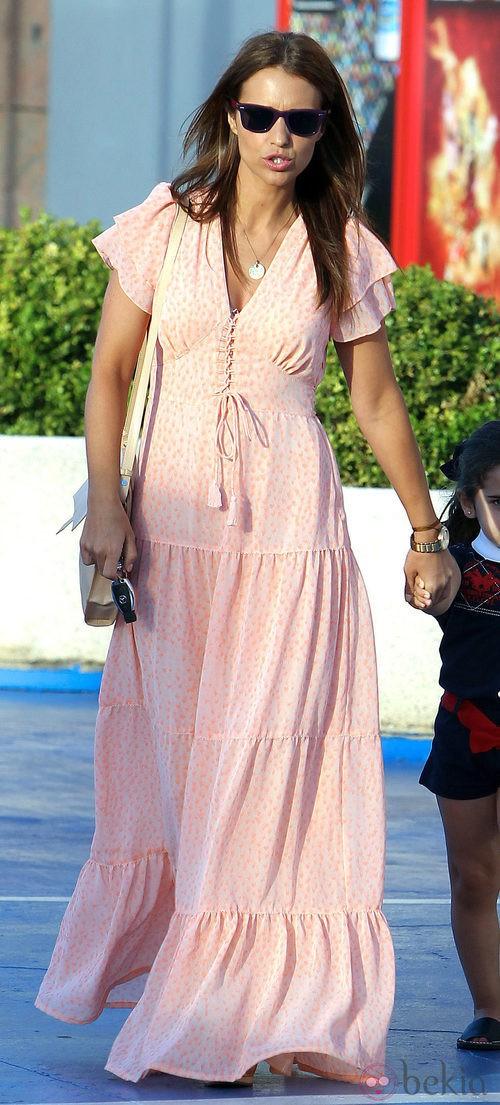 Paula Echevarría con un vestido largo de lunares