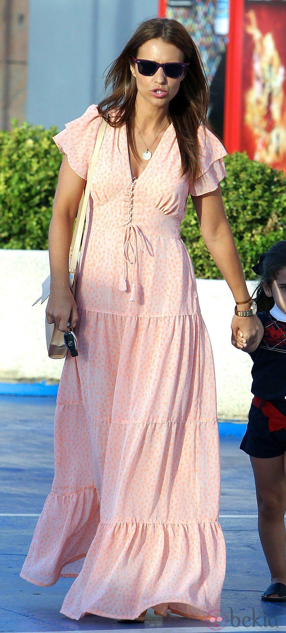 Paula Echevarría con un vestido largo de lunares - La evolución de ...