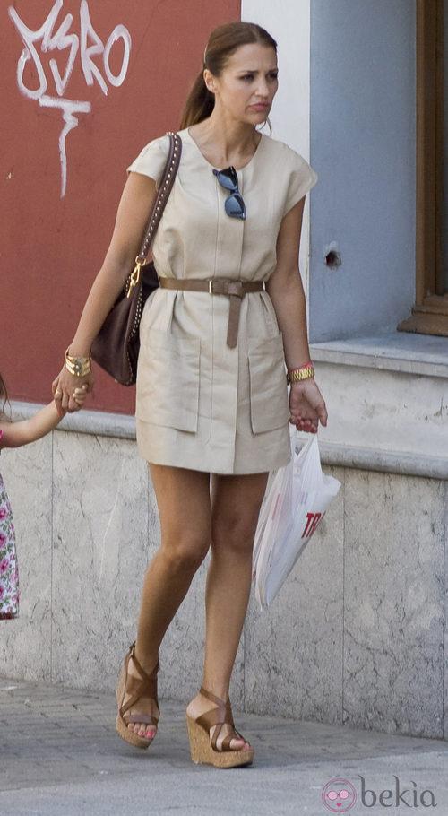 Paula Echevarría con vestido beige