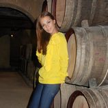 Paula Echevarría con vaqueros y camisa amarilla