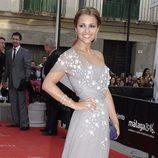 Paula Echevarría con un vestido gris asimétrico