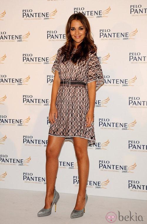 Paula Echevarría con un vestido estampado en tonos tierra