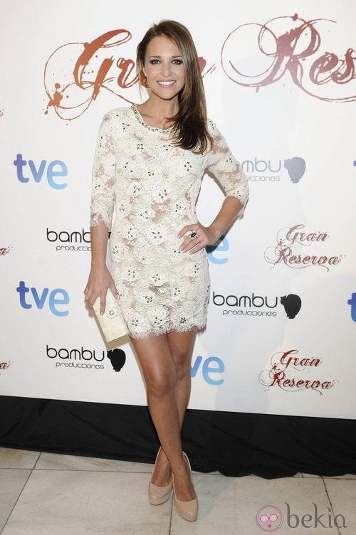 Paula Echevarría con un vestido blanco de encaje crochet