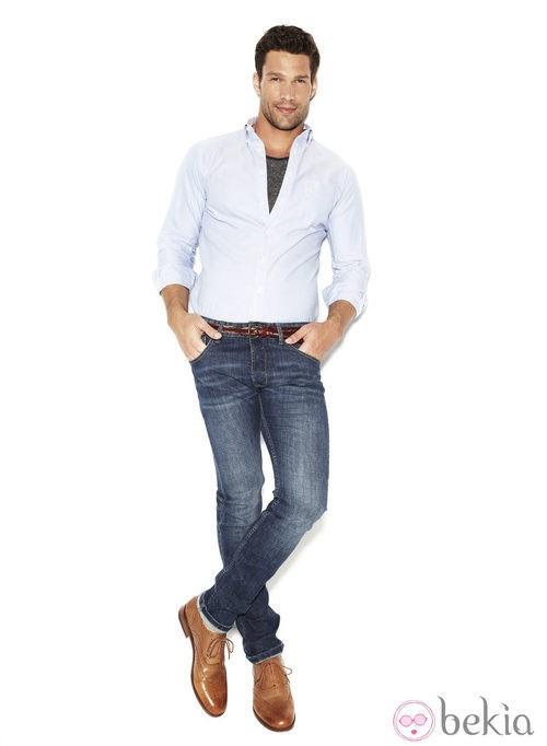 Aaron O'Connell con un modelo pitillo de la colección 'We love jeans' otoño 2012 de Suiteblanco