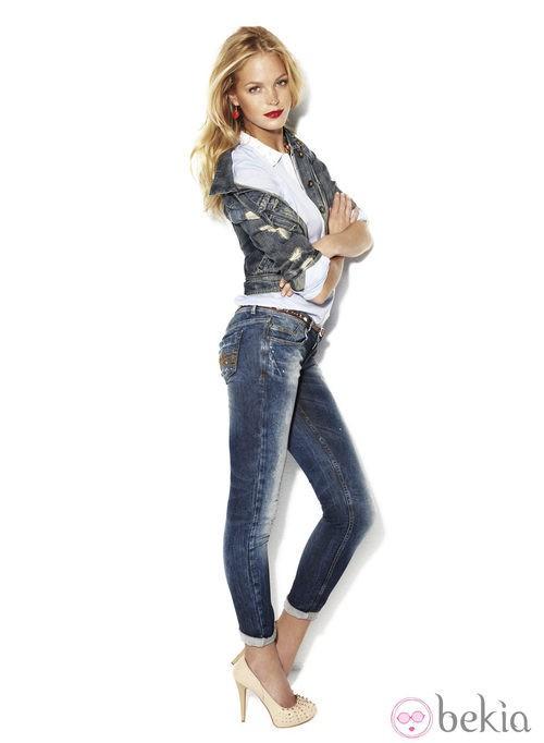 Erin Heatherton con un modelo pitillo la colección 'We love jeans' otoño 2012 de Suiteblanco