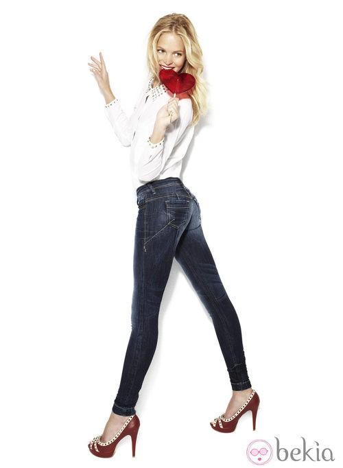 Erin Heatherton con un modelo efecto push-up de la colección 'We love jeans' otoño 2012 de Suiteblanco