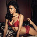 Irina Shayk posa sensual en ropa interior