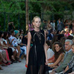 Vestido largo negro con transparencias de la colección primavera-verano 2013 de la firma DELPOZO