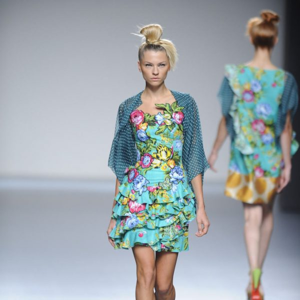 Vestido corto turquesa estampado de flores de la colecci n for Coleccion cuchillos el mundo