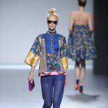 Pantalón azul marino de encaje y parte de arriba tipo kimono de la colección primavera-verano 2013 de Victorio&Lucchino