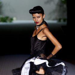 Vestido negro estilo burlesque de la colección primavera-verano 2013 de Roberto Verino