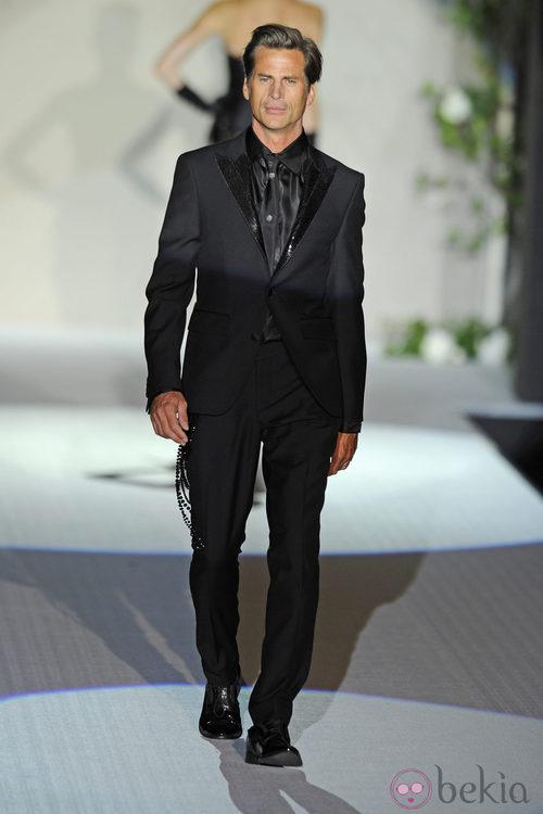 Mark Vanderloo con traje negro de Roberto Verino en la Fashion Week Madrid 2012