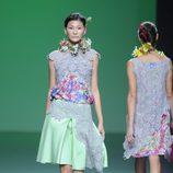 Falda verde y collar de flores en la colección primavera/verano 2013 de Devota&Lomba