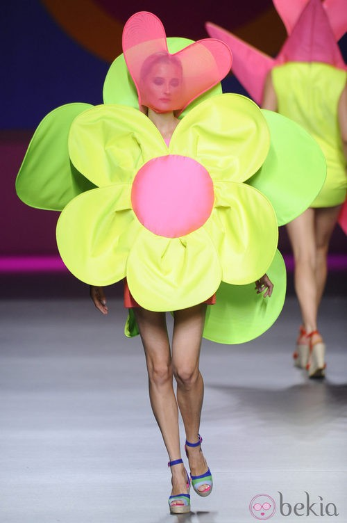 Vestido corto flor de la colección primavera/verano 2013 de Ágatha Ruíz de la Prada