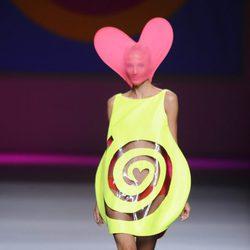 Vestido con una espiral  de la colección primavera/verano 2013 de Ágatha Ruíz de la Prada