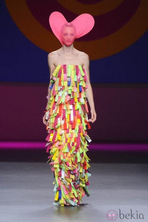 Vestido palabra de honor  de la colección primavera/verano 2013 de Ágatha Ruíz de la Prada