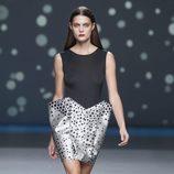 Original minifalda plateada con lunares de la colección primavera-verano 2013 de Amaya Arzuaga