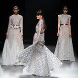 Modelos en el desfile de la colección primavera-verano 2013 de Juanjo Oliva