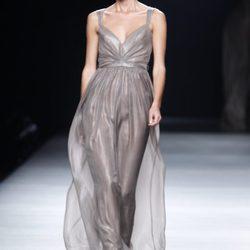 Juanjo Oliva:colección de vestidos largos y vaporosos en la Fashion Week