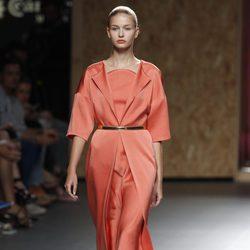 Vestido color coral de media manga de la colección primavera-verano 2013 de Duyos