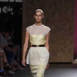 Vestido estampado de tubo con blusa blanca superpuesta de la colección primavera-verano 2013 de Duyos