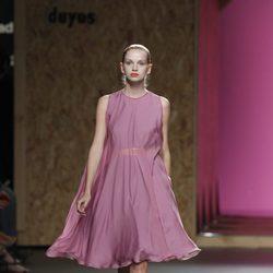 Vestido violeta de gran vuelo de la colección primavera-verano 2013 de Duyos