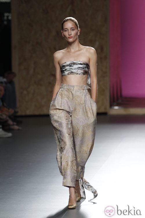 Top de lazo atado detrás con pantalón de tiro alto de la colección primavera-verano 2013 de Duyos