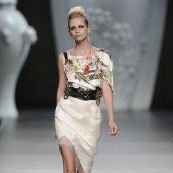 Vestido blanco estampado de la colección primavera-verano 2013 de Ana Locking