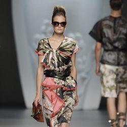 Vestido estampado con fruncidos de la colección primavera-verano 2013 de Ana Locking
