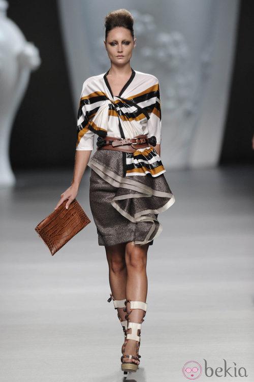 Blusa y falda con volantes de la colección primavera-verano 2013 de Ana Locking