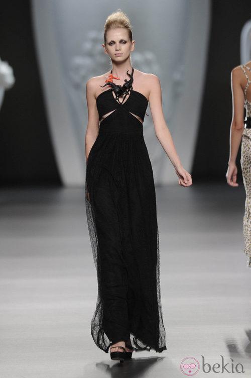 Vestido largo negro de la colección primavera-verano 2013 de Ana Locking