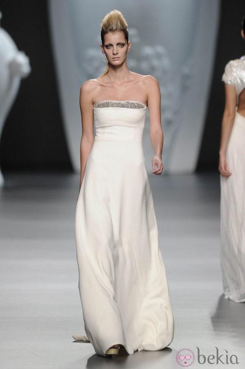 Vestido largo blanco de la colección primavera-verano 2013 de Ana Locking