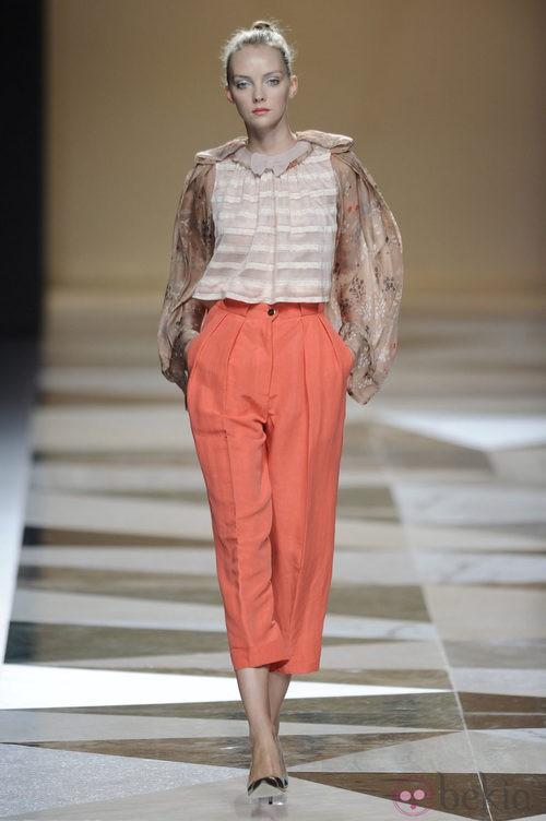 Pantalón largo naranja de la colección primavera-verano 2013 de Ailanto