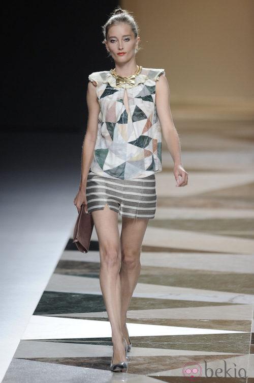Blusa de estampados triangulares de la colección primavera-verano 2013 de Ailanto