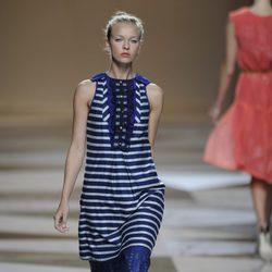 Blusón azul rayado de la colección primavera-verano 2013 de Ailanto