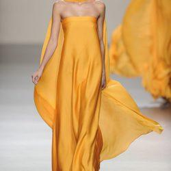Roberto Torretta: Predominio del naranja y amarillo de la colección primavera-verano 2013