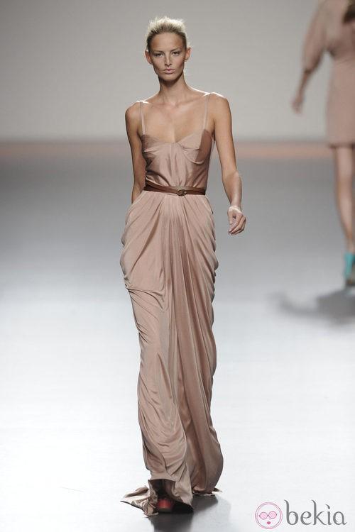 Vestido largo de tirantes de la colección primavera-verano 2013 de Kina Fernández