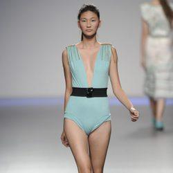 Bañador azul de hombreras con flecos de la colección primavera-verano 2013 de Kina Fernández