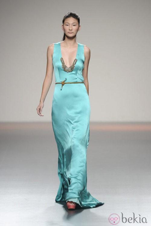Vestido de seda largo color cian de la colección primavera-verano 2013 de Kina Fernández