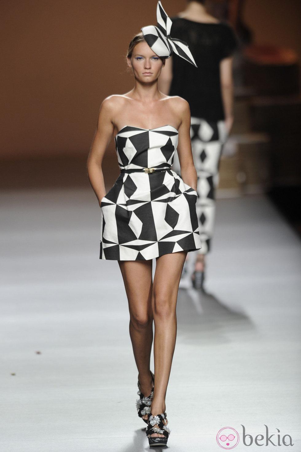 Tendencias en vestidos blanco y negro