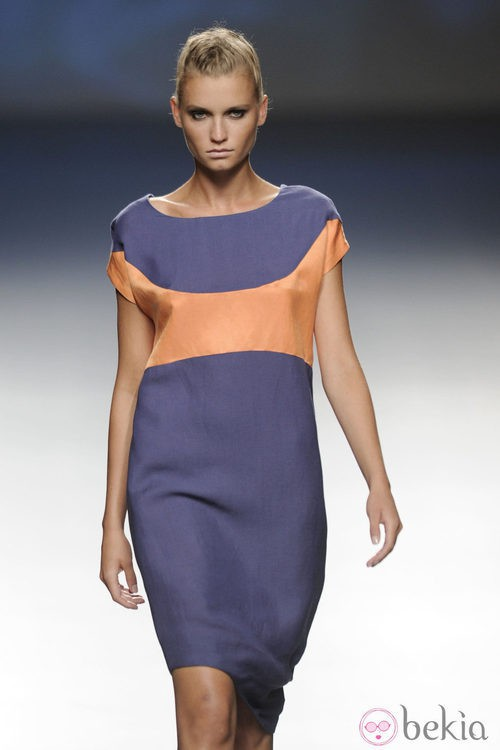 Vestido corto azul marino y naranja de la colección primavera/verano 2013 de Sara Coleman